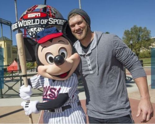Bryce-harper-mickey-mouse2