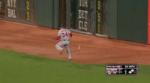 Bryce-harper-flinch-3